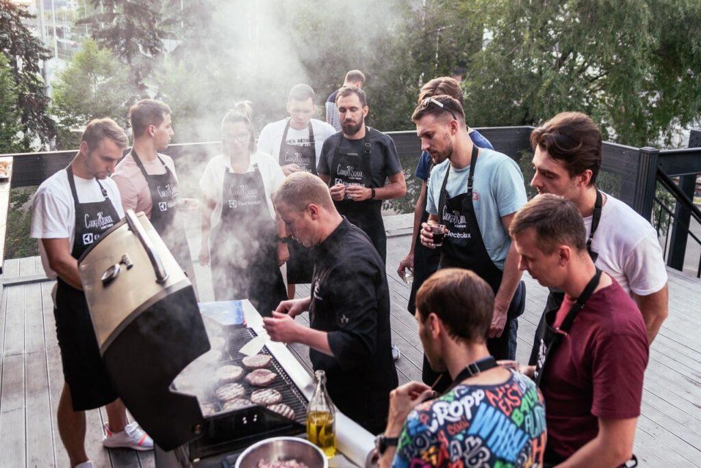 Как и где провести мальчишник в Киеве? 12 08 19  120 iz 180  min.aendd min Fun Kitchen